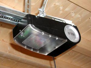 automatische elektrische torantriebe f r garagentore mit funk und fernsteuerung ffnen sie ihre. Black Bedroom Furniture Sets. Home Design Ideas