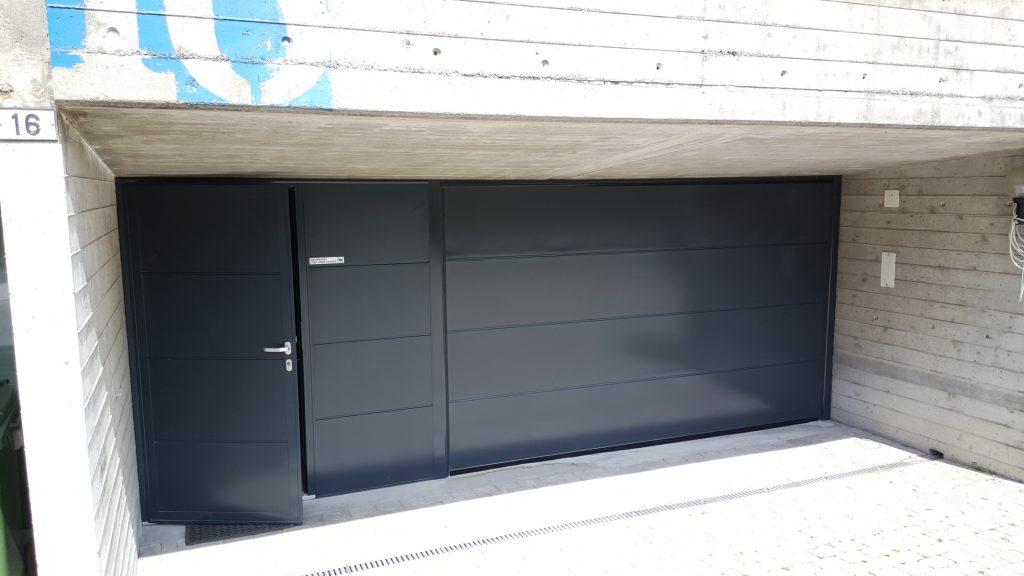 Garagentor mit nebentür  Edelstahl- Sektionaltor mit Nebentüre in antrazitgrau, silkgrain ...