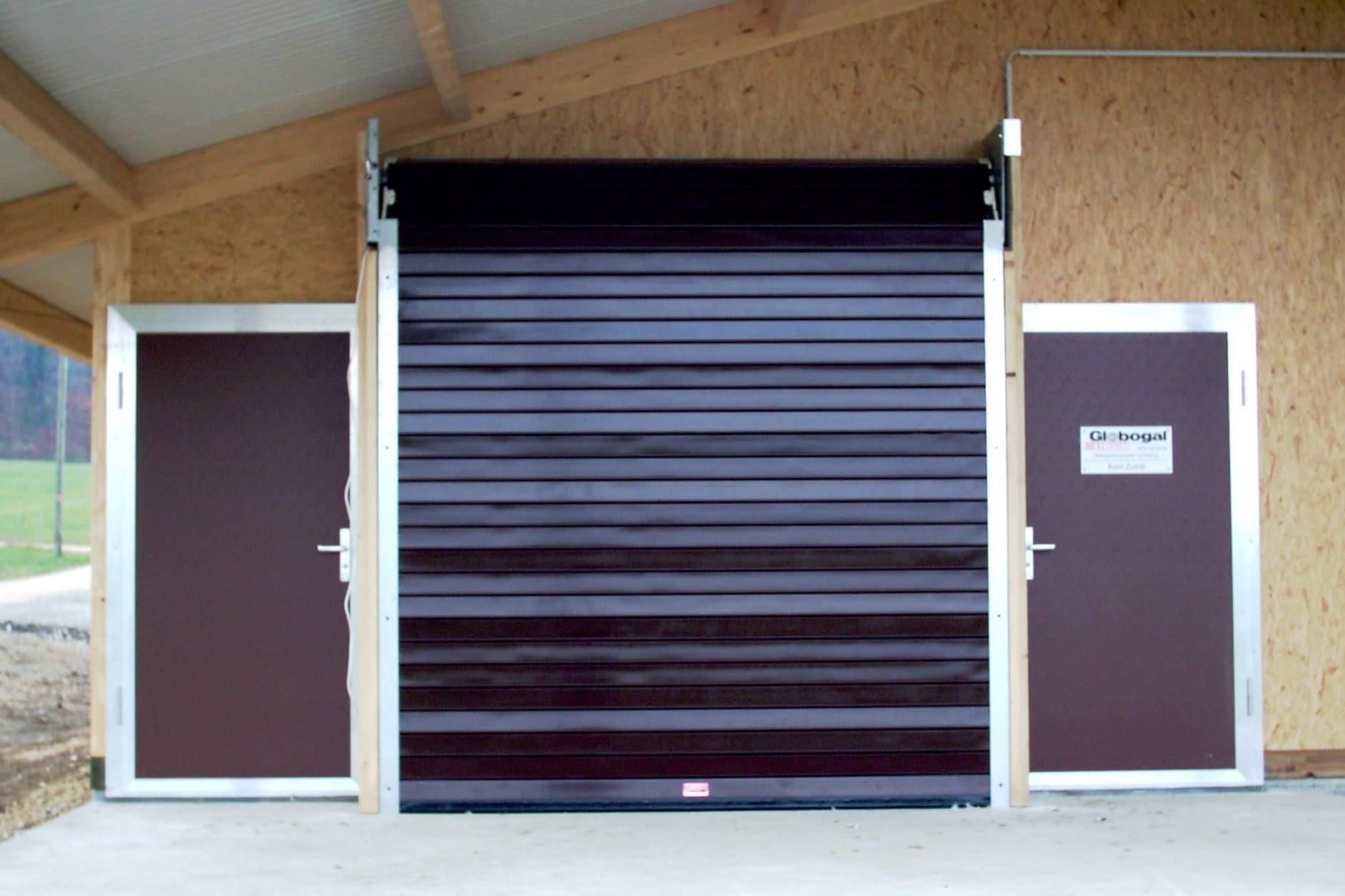 rolltore f r industrie oder gewerbe sind garagentore oder hallentore aus stahl oder aluminium. Black Bedroom Furniture Sets. Home Design Ideas