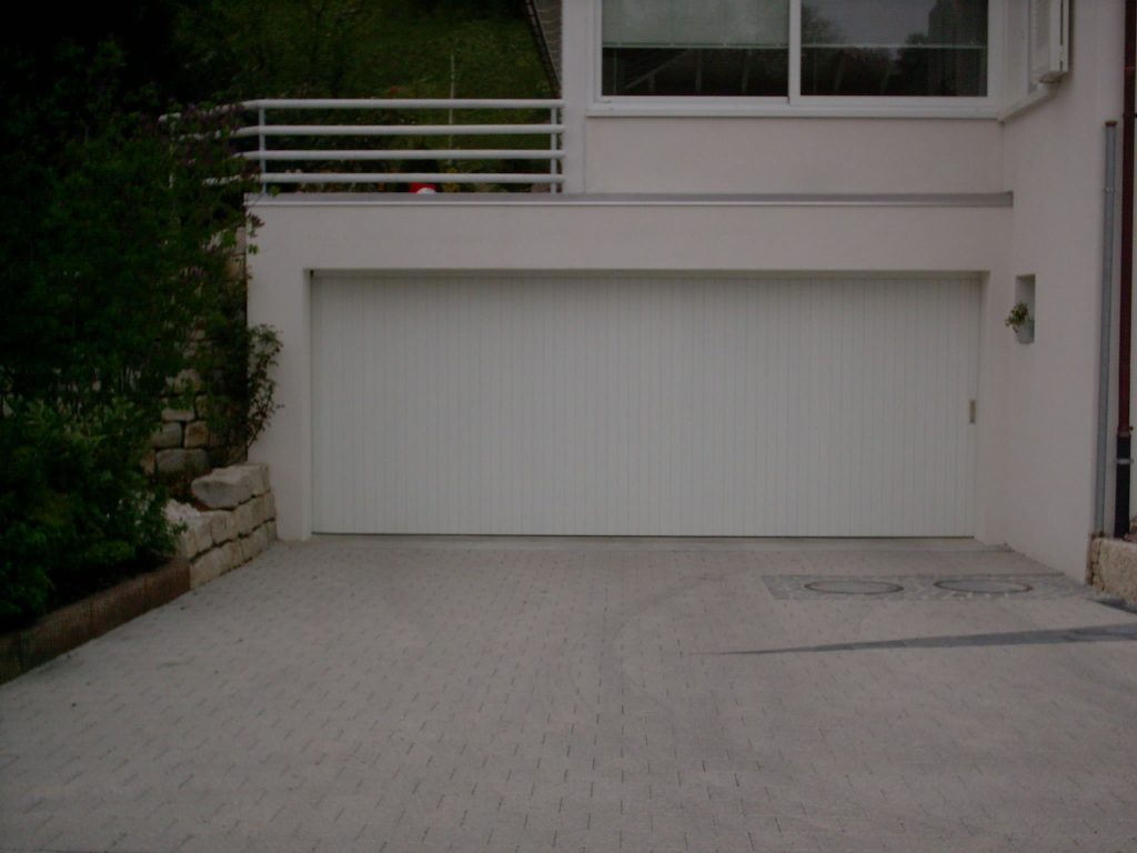 rundlaufgaragentor in einer doppelgarage in 4435 niederdorf basel landschaft. Black Bedroom Furniture Sets. Home Design Ideas